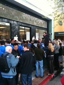 iPad Launch: View from the Palo Alto store